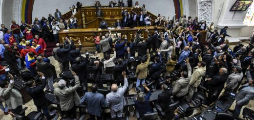 "Opposition deputies raise their hands while voting to open a political trial against President Nicolas Maduro, during a special session of the National Assembly, on October 25, 2016 in Caracas. A majority of lawmakers voted in favor of a motion to launch a ""political and criminal trial"" against President Nicolas Maduro after he blocked their drive for a referendum on removing him. / AFP PHOTO / JUAN BARRETO"